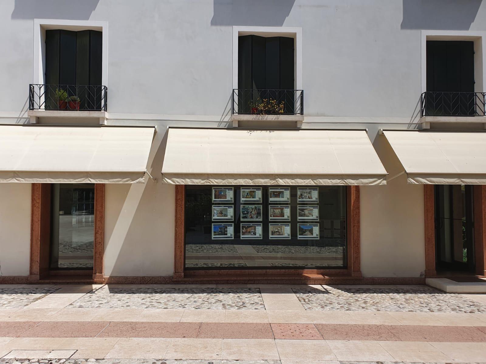 Agenzia immobiliare impREsa Piazza Quartiere Latino vetrina centrale